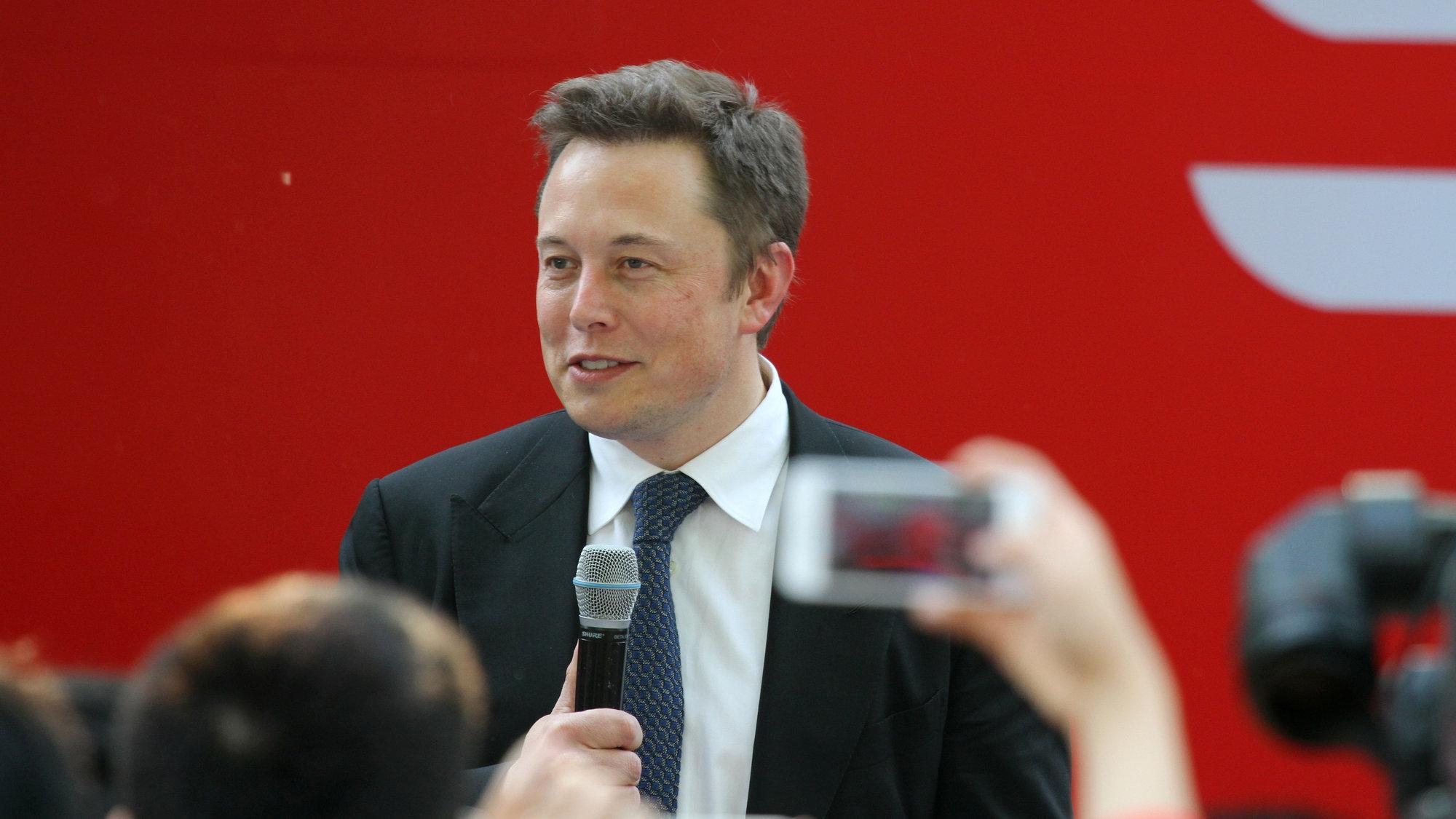 Elon musk anuncia mudança de sede da tesla para o texas, nos eua