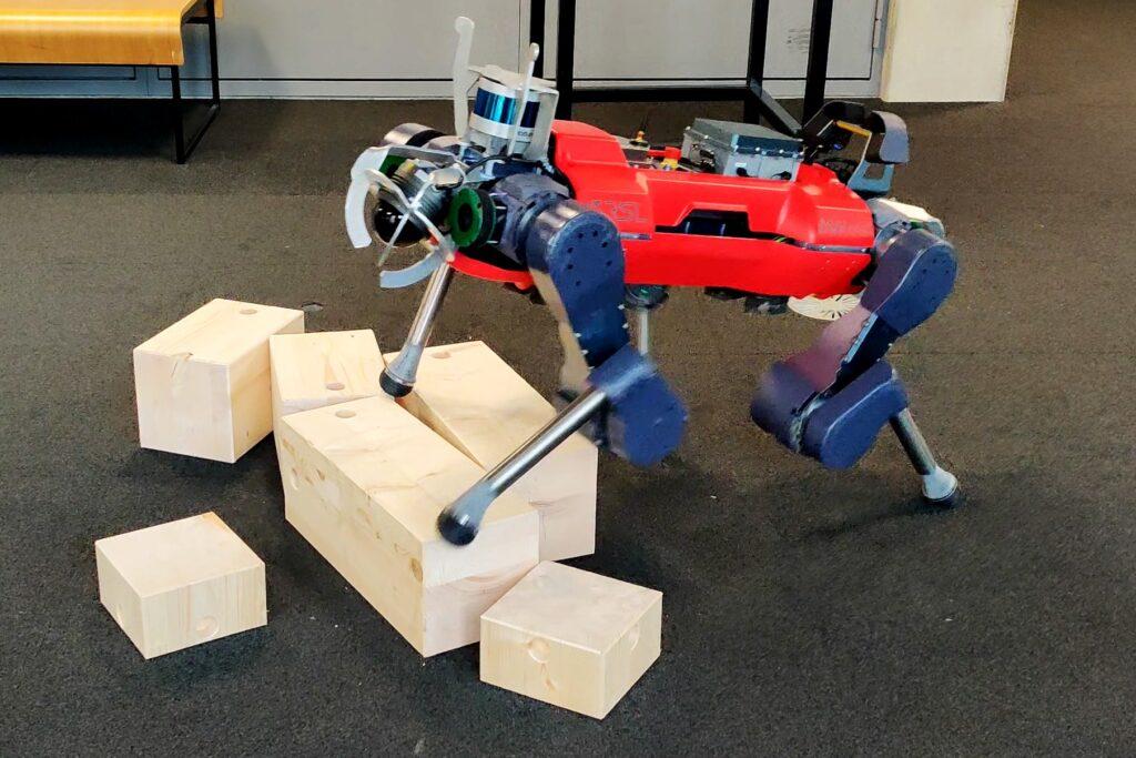 Showmetech trio: além de superfícies variadas, os anymals também são submetidos a andar sobre outros obstáculos não necessariamente relacionados à superfície, como blocos ou caixas. Reprodução: nvidia