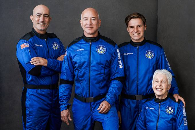 Capitão kirk de star trek irá ao espaço pela blue origin de jeff bezos. William shatner, ator famoso por interpretar o capitão kirk de star trek, será o próximo passageiro a viajar para o espaço pela blue origin