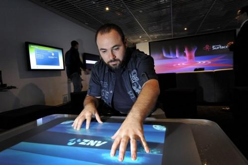 Michael Kordahi using Surface app4 500x333 - TRS testa o Microsoft Surface!