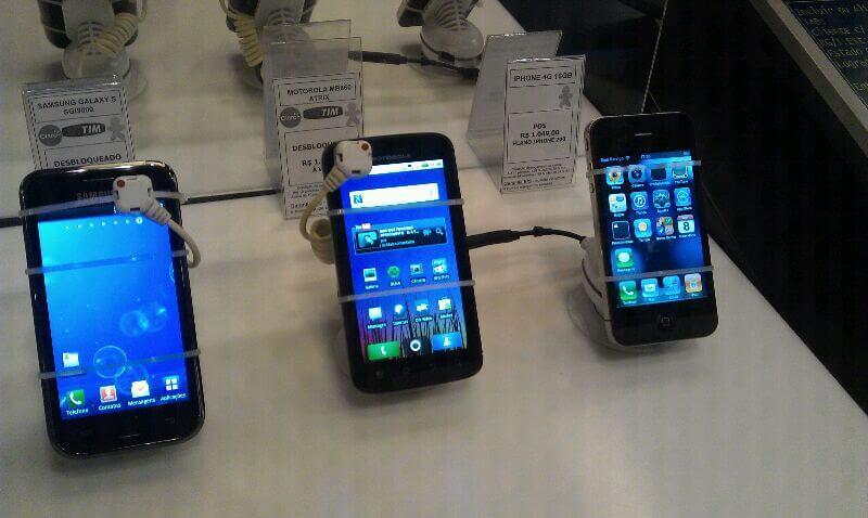 Motorola Atrix Samsung Galaxy S Apple iPhone 4