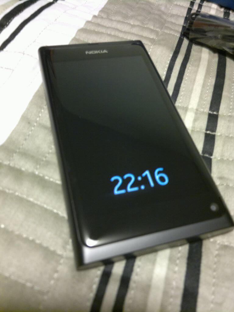 221220111159 - Nokia N9 - Hands On