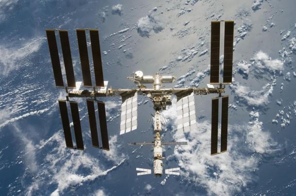ISS after STS 124 06 2008 610x405 - Estação Espacial Internacional pode ser vista a olho nu