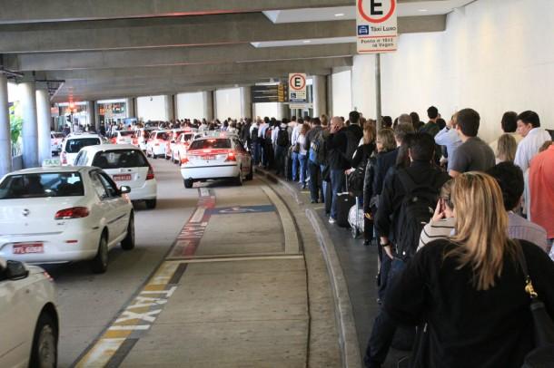 taxi aeroporto 610x406 - Meleva: uma idéia muito bacana para dividir Táxi no Aeroporto