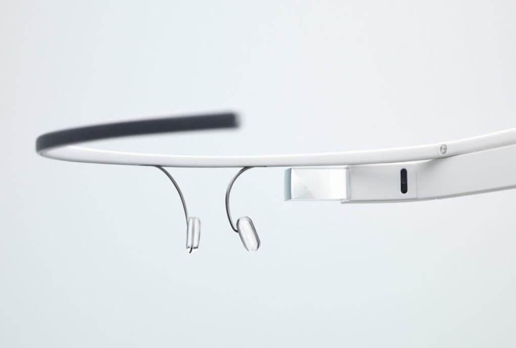google glasses1 - Criador do Facebook está interessado no Google Glass