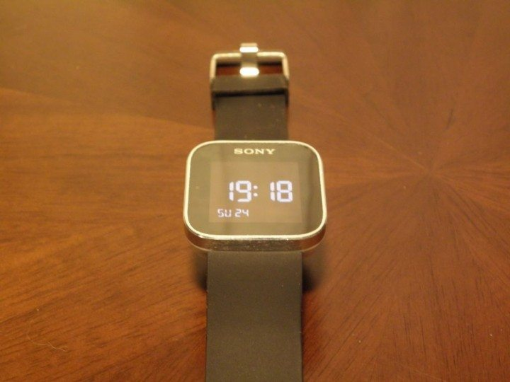 P3240256a 720x540 - Review: Sony Smartwatch