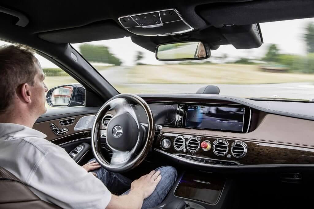 Mercedes-Benz-S500-Intelligent-Drive-4