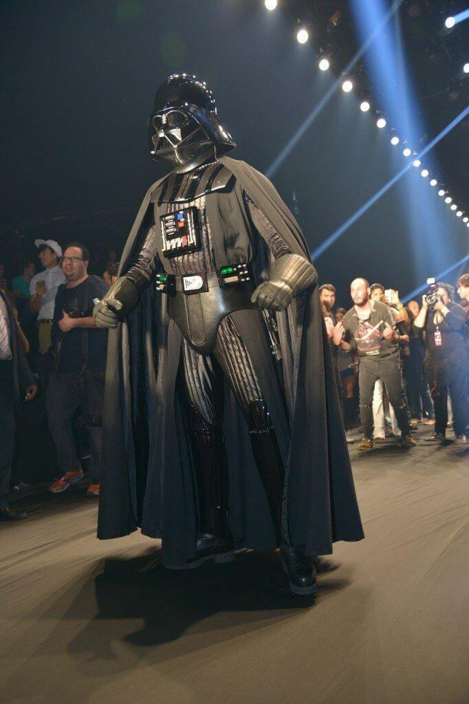 238905 453045 darth vader bx 21 - Darth Vader invade a passarela da Triton durante SPFW
