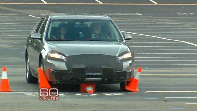 A foto mostra o momento em que Hackers tomam controle do veículo e desabilitam seus freios.