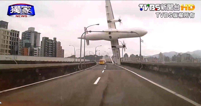 bbdashcam - Big Brother? Dashcam flagra acidente aéreo em Taiwan