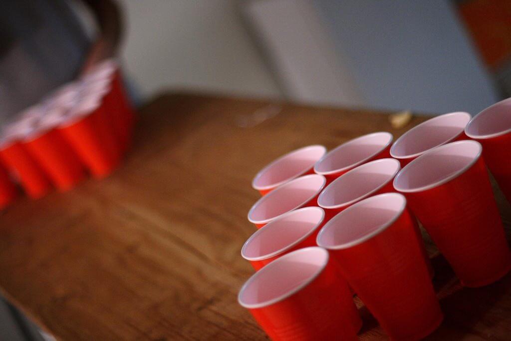 smt beerpong capa - Fair Play? Kickstarter financia projeto para tornar o Beer Pong mais higiênico