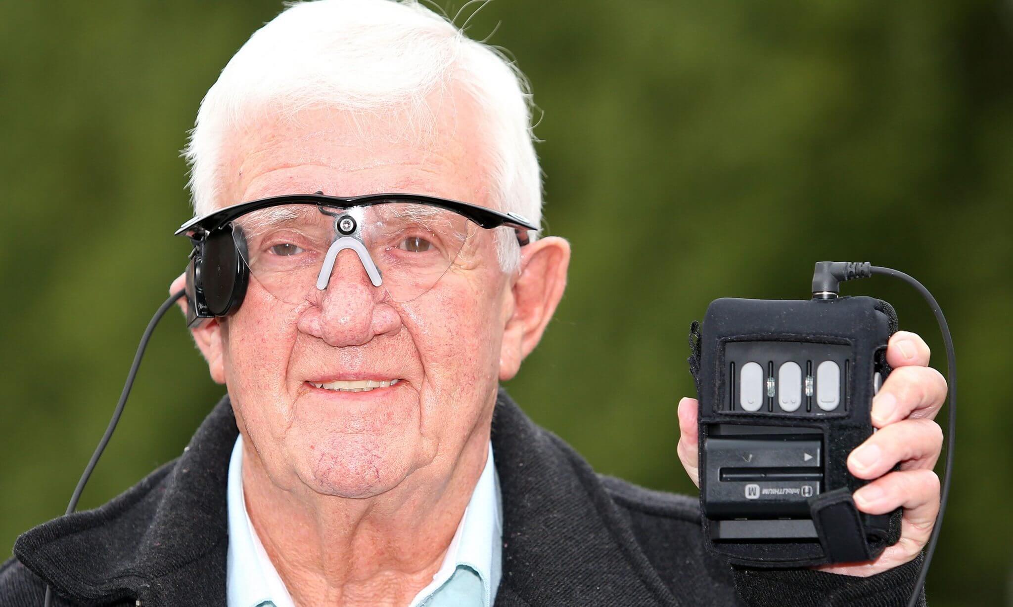 smt olhobionico rayfynn - Implante biônico restaura visão em homem de 80 anos