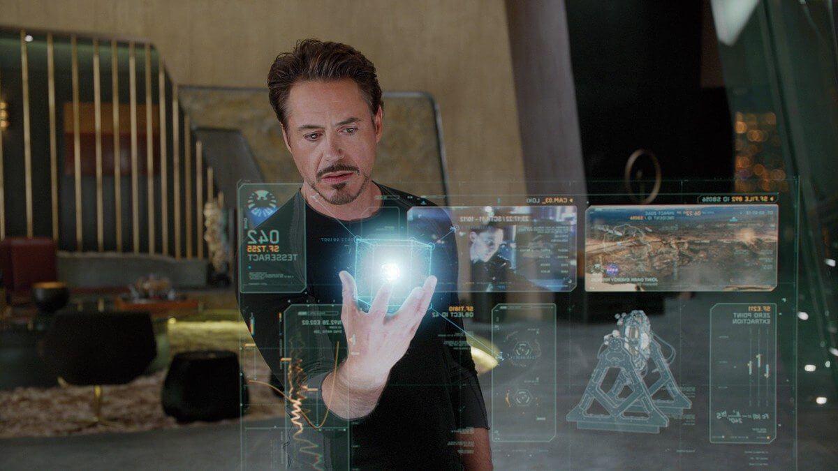 avengers iron man holographic display - Tony Stark aprova: Samsung planeja lançar celular que exibe hologramas