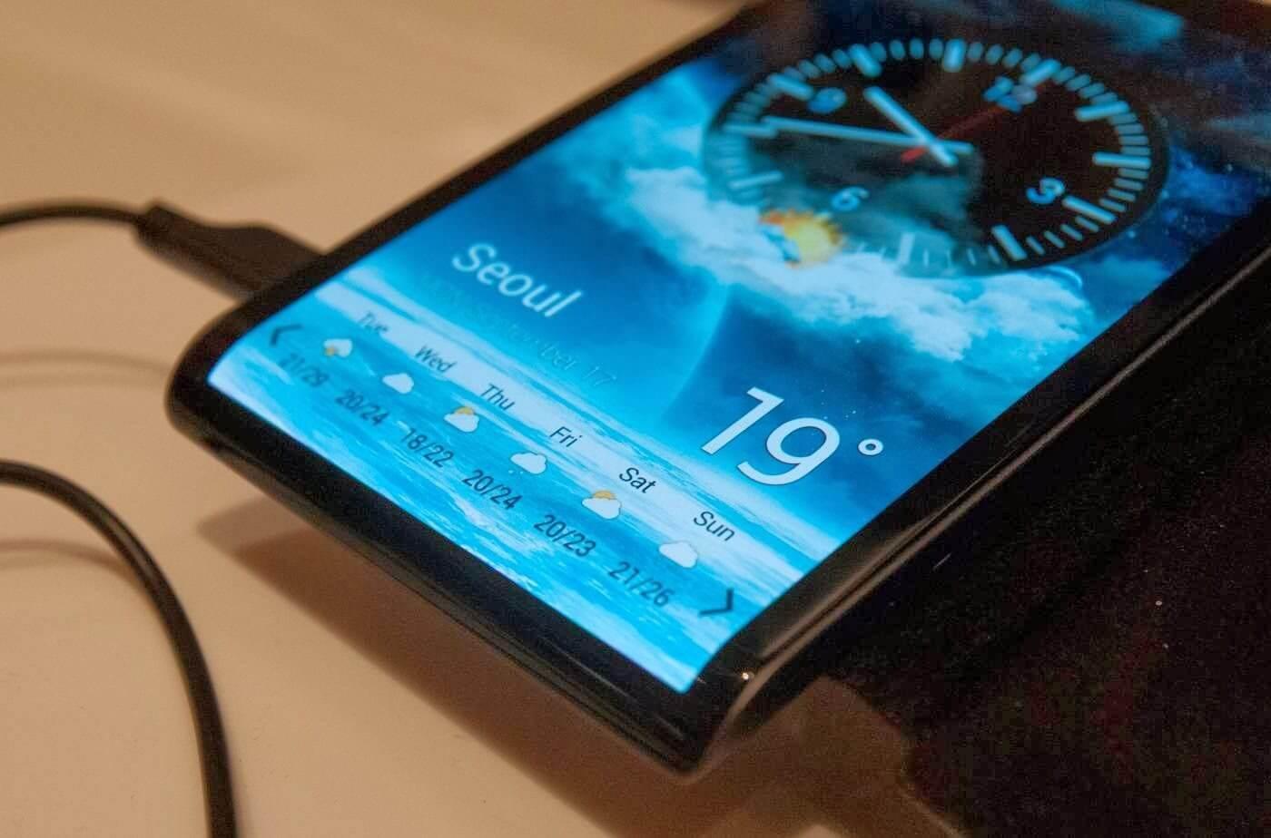 smt samsung p1 - Novos limites? Samsung registra patente de smartphone com tela curva na parte inferior