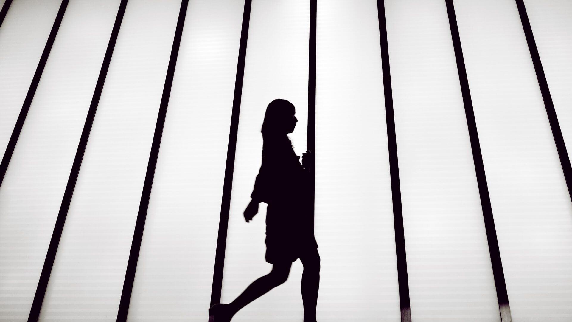 smt athena capa - Athena da Roar for Good é um dispositivo que pode ajudar as mulheres contra o assédio