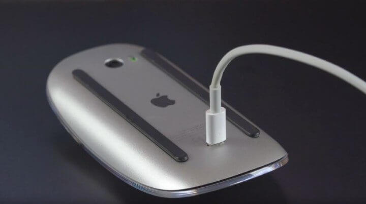 magic mouse 2 charging 720x403 - O que aconteceu com o design da Apple em 2015?