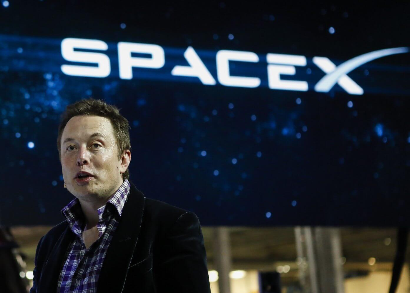 Elon Musk, chief executive officer of Space Exploration Technologies Corp. (SpaceX), speaks at the unveiling of the Manned Dragon V2 Space Taxi in Hawthorne, California, U.S., on Thursday, May 29, 2014. The Dragon V2 manned space taxi, an upgraded version of the unmanned spacecraft Dragon, will be capable of sending a mix of cargo and up to seven crew members to the International Space Station. Photographer: Patrick T. Fallon/Bloomberg via Getty Images