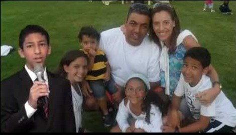 Família de Nissim Ourfali no vídeo