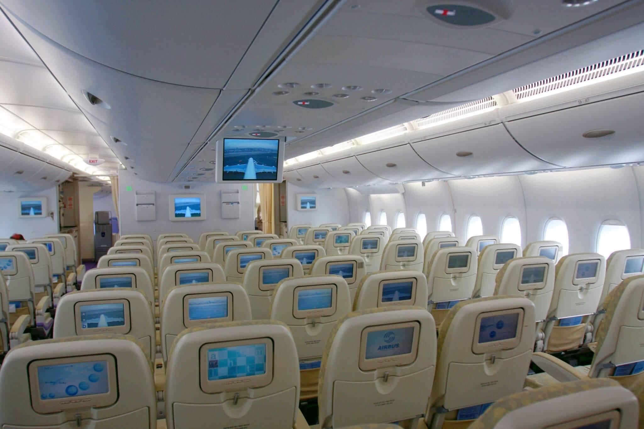 O modelo acomoda confortavelmente 544 passageiros, em dois andares.