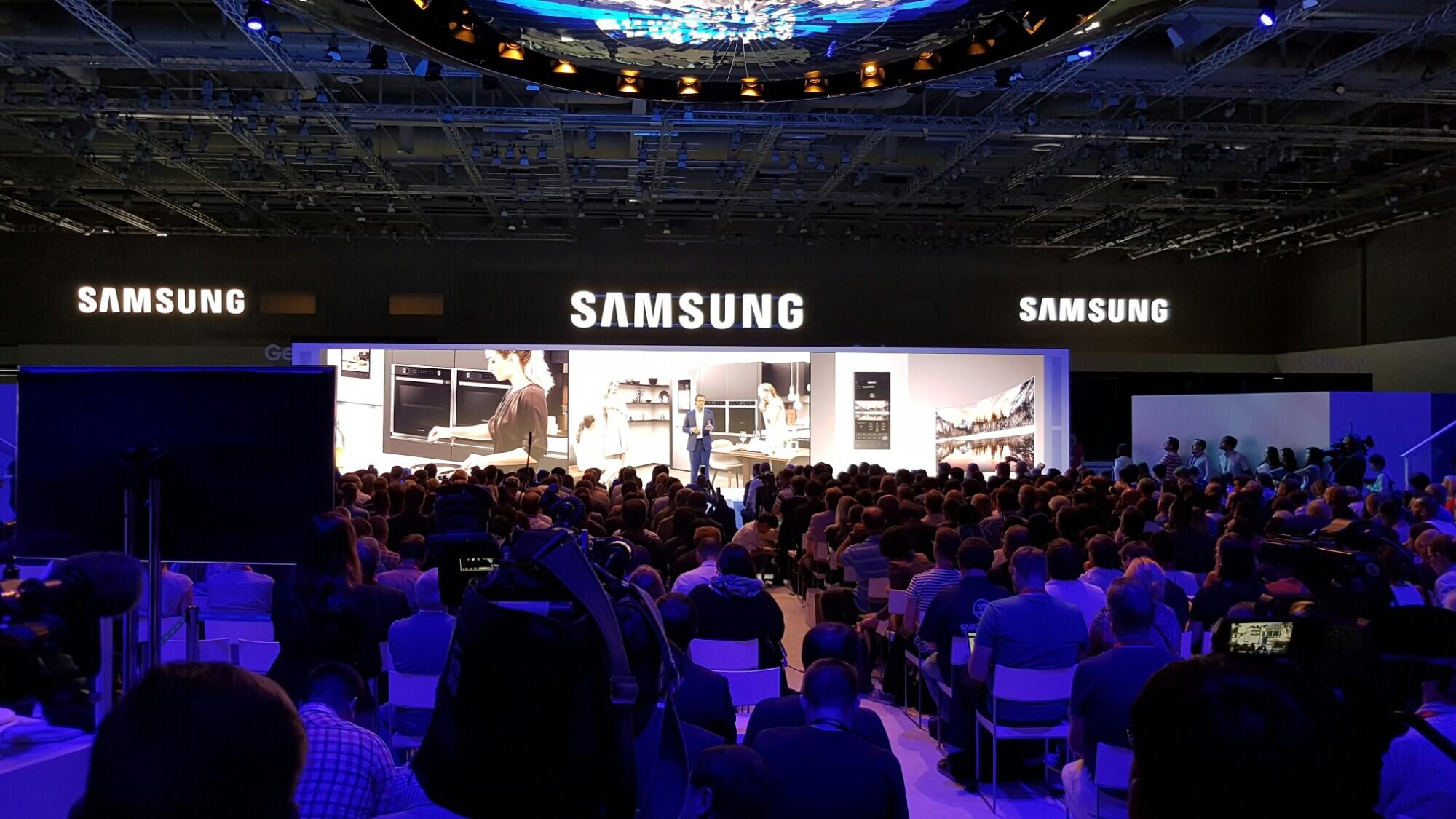 Ifa 2016: samsung mostra o futuro das tvs e dispositivos eletrônicos. A samsung apresentou novidades na sua linha de tvs e dispositivos eletrônicos, como lavadoras e refrigeradores, na ifa 2016