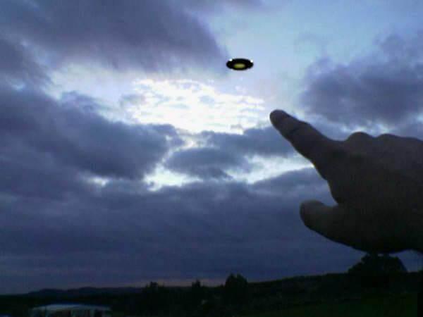 Ovnis - Objetos voadores que só conseguem ser filmados por pessoas com Tekpix e tremedeira...