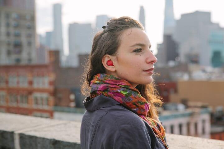 Pilot translation kit - Financie isto: um fone de ouvido traduz o que você ouve