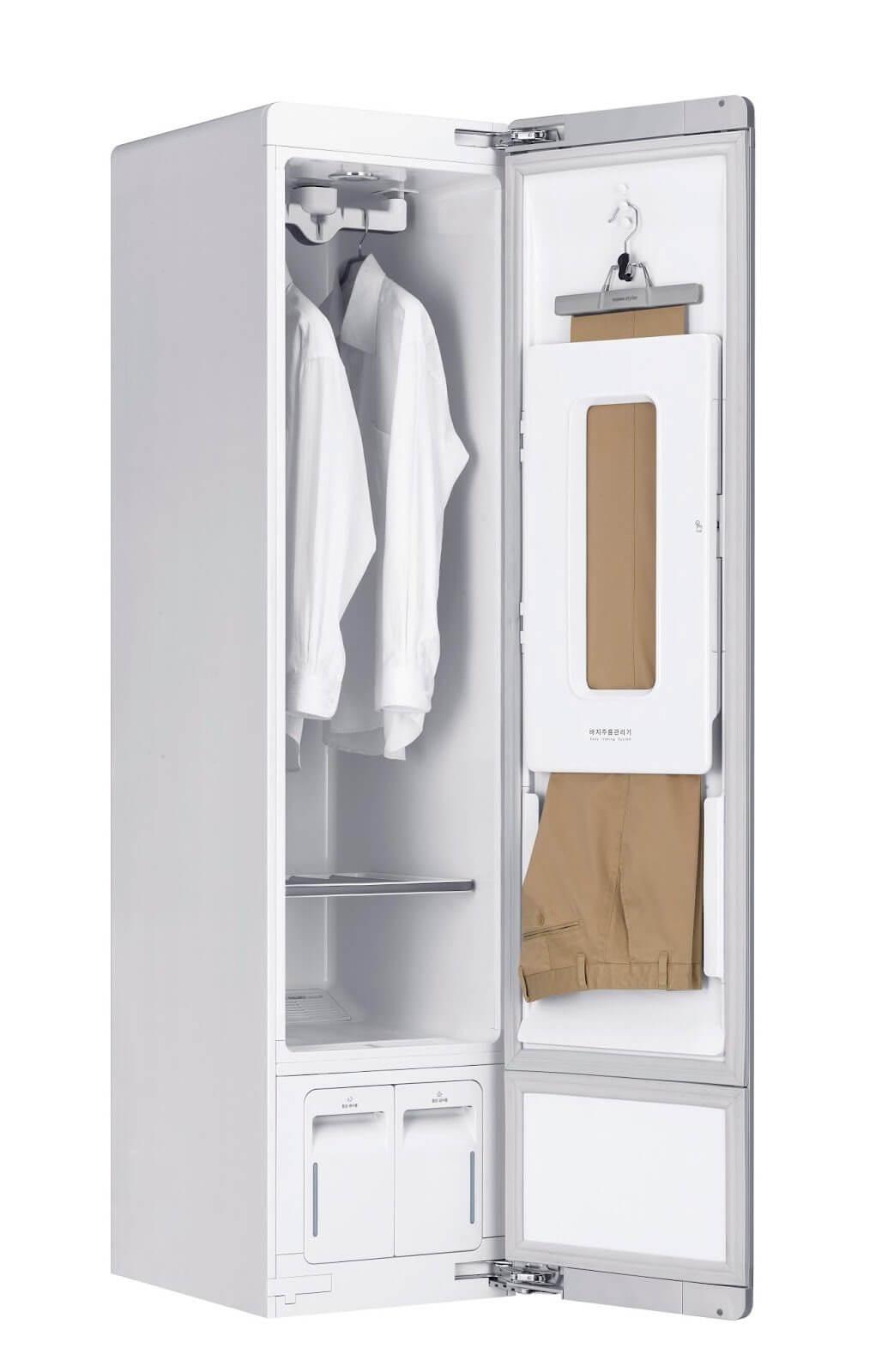 Lg styler quer, e consegue, ser um guarda-roupas inteligente. O lg styler consegue ser mais do que um armário, ou guarda-roupas, mas esbarra em um tamanho bem pequeno do lado de dentro.