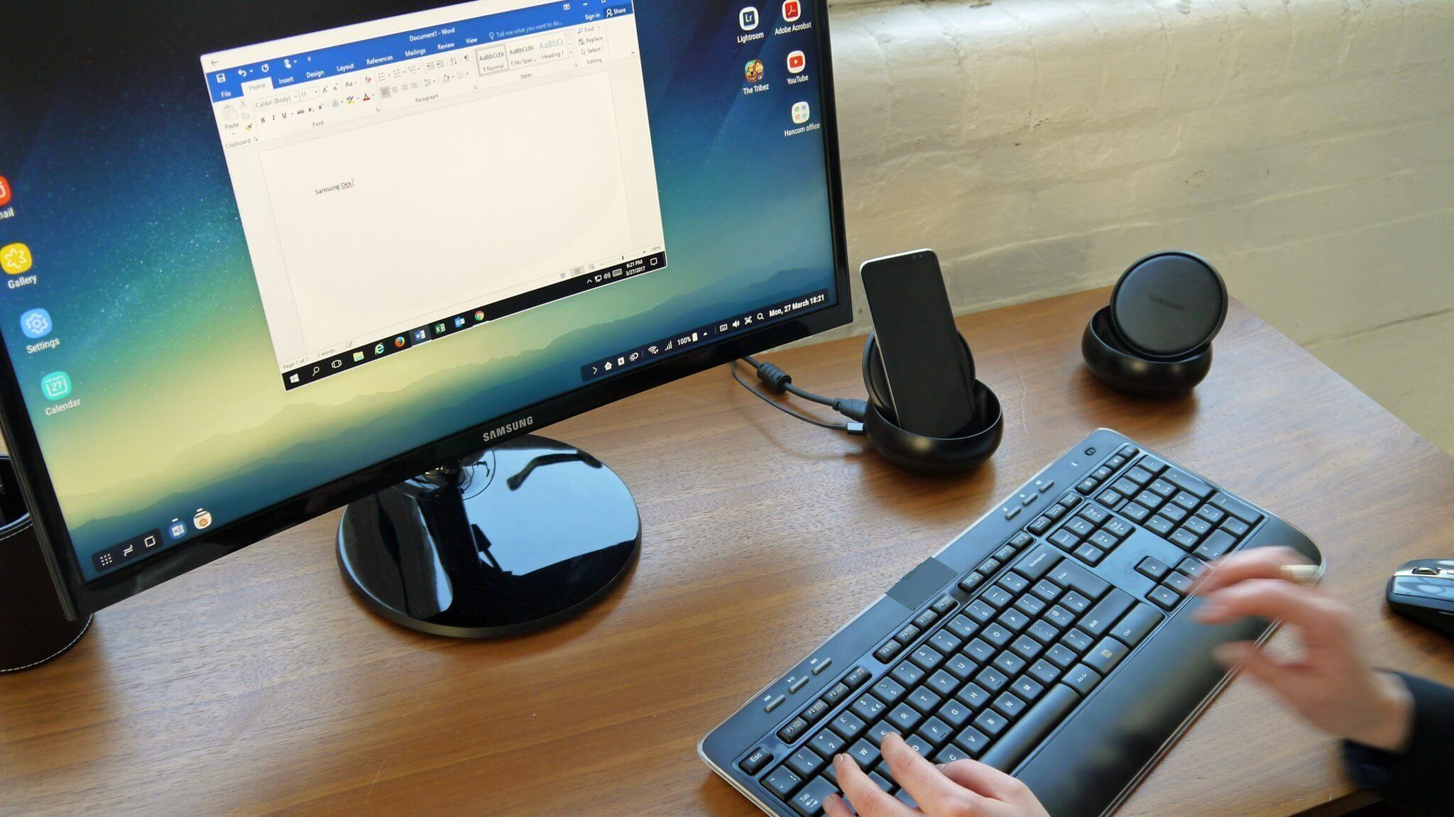 Samsung Dex desktop Galaxy S8 dock base - REVIEW: Galaxy S8 e S8+ representam elegância e sofisticação