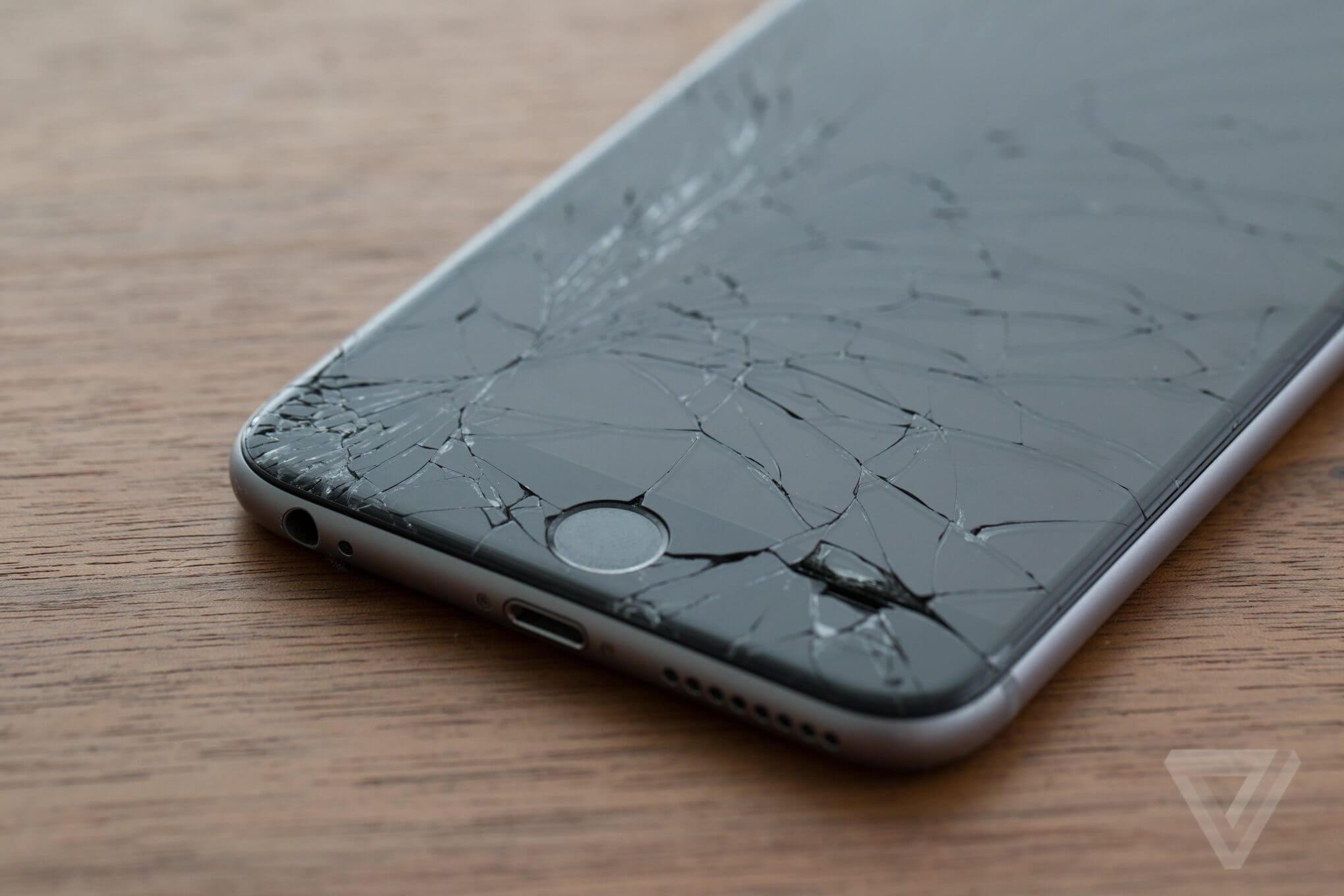 iPhone com tela estilhaçada
