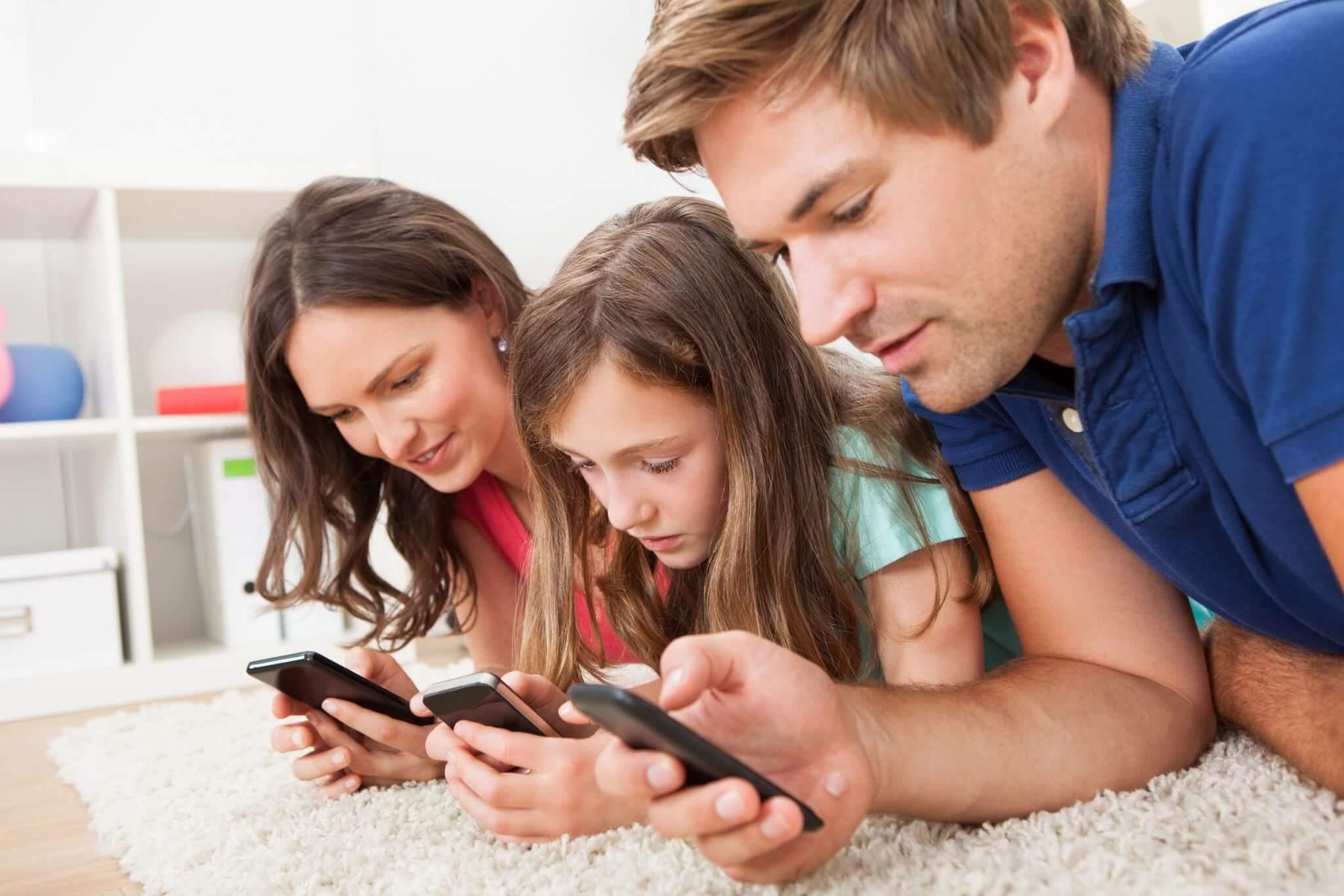 familia smartphone