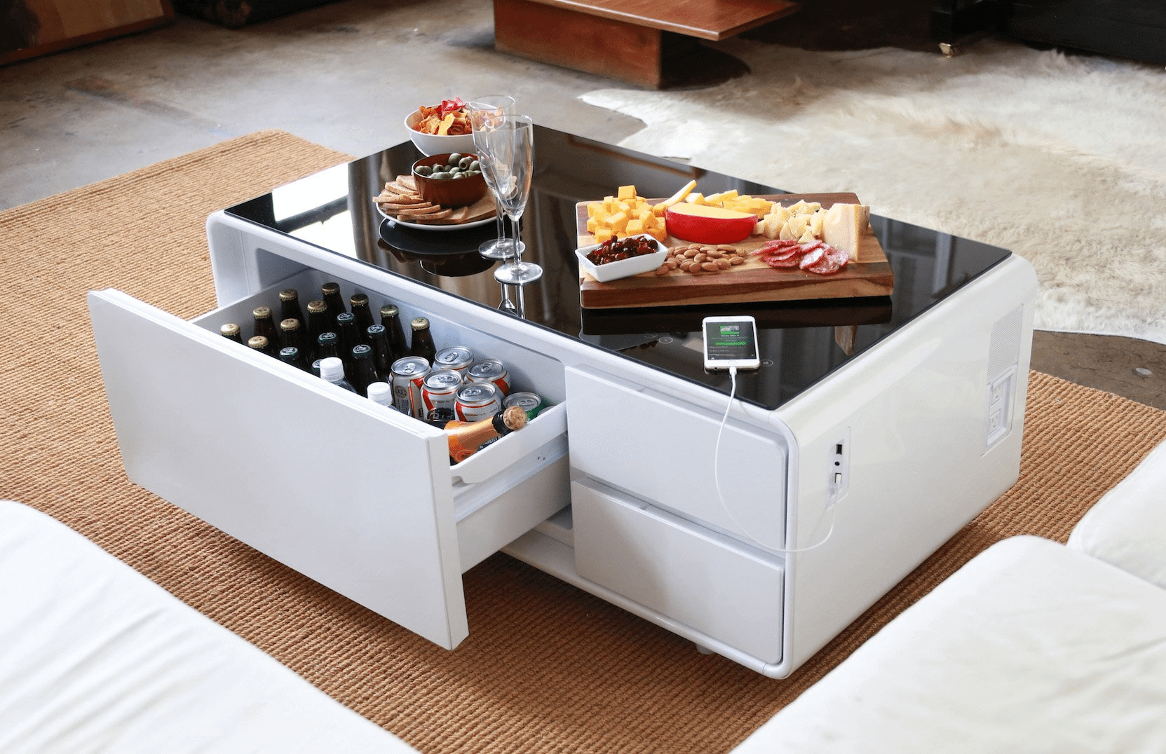 sobro02 - Conheça uma mesa de centro com USB, player de música, frigobar e tomadas