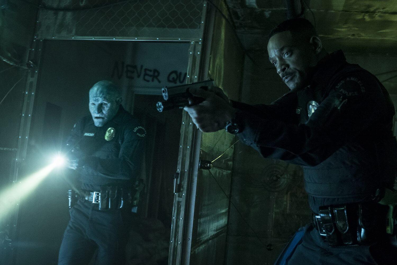 Bright: realidade e fantasia se chocam em novo filme da netflix. Will smith e joel edgerton estrelam trama de ação policial em um mundo cheio de orcs, elfos e fadas.