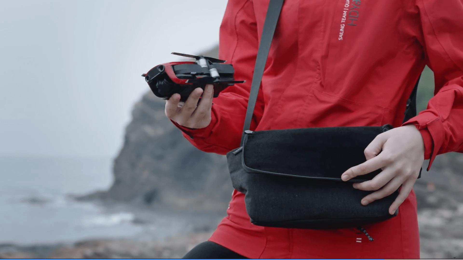 Dji lança mavic air, o drone compacto e poderoso. Num evento que ocorreu hoje, em nova iorque, a dji lançou seu mais novo drone. Com foco voltado para os aventureiros, o mavic air conta com câmera que filma em 4k e muito mais.
