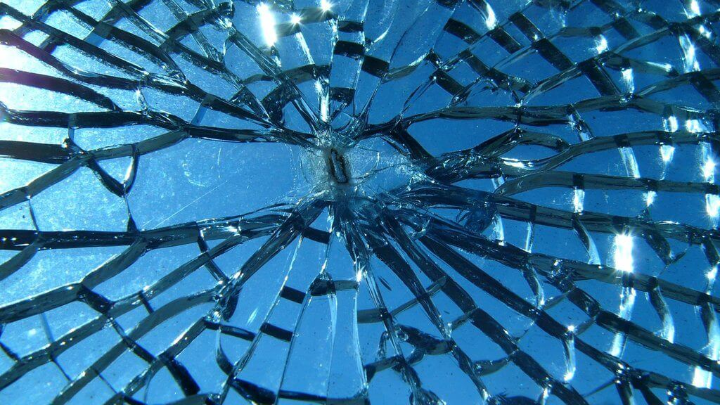 Entenda por que o vidro é transparente. Em vídeo simples, podemos compreender porque o vidro é transparente e tão importante em diversas áreas.