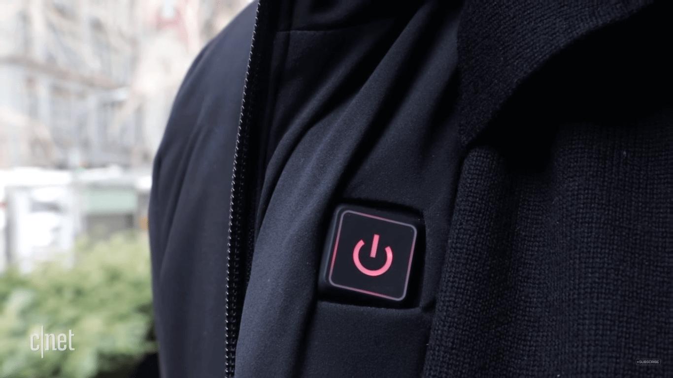 Aqui tá quente, aqui tá frio: a jaqueta que ajusta sua temperatura. Essa jaqueta inteligente percebe quando está frio e consegue ajustar sua temperatura para o usuário.