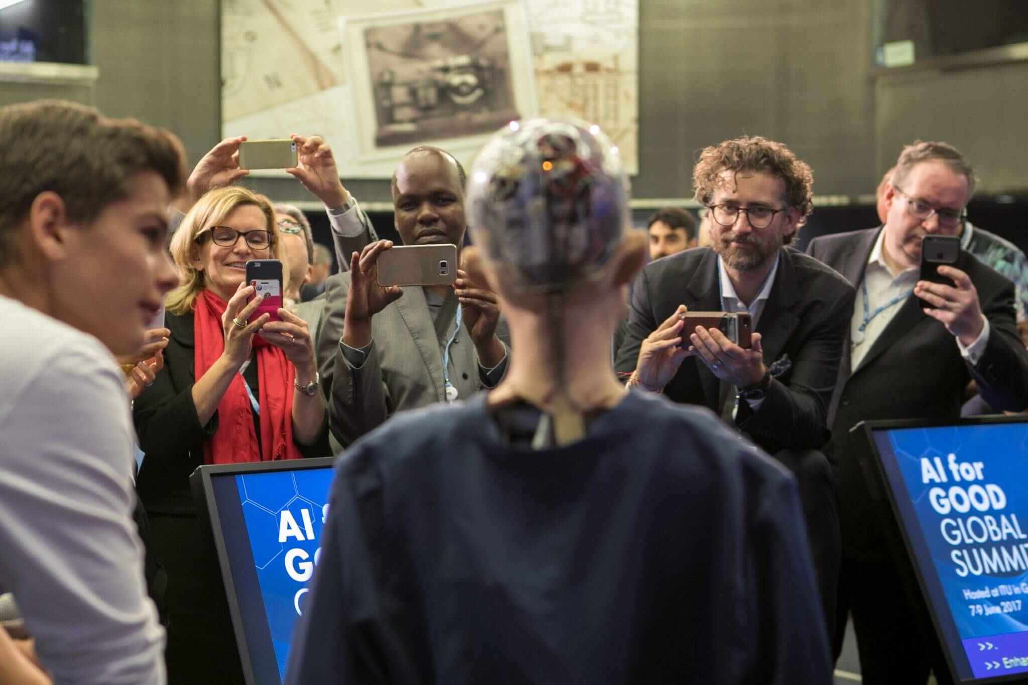 Sophia - Os 6 comentários mais assustadores já feitos por robôs de inteligência artificial