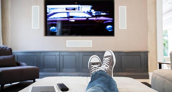Tv full hd: qual é a distância recomendada para cada tela?. O tamanho da tela da sua tv full hd precisa estar de acordo com o ambiente em que ela será posicionada. Confira aqui qual é a distância ideal para cada tipo de tela.